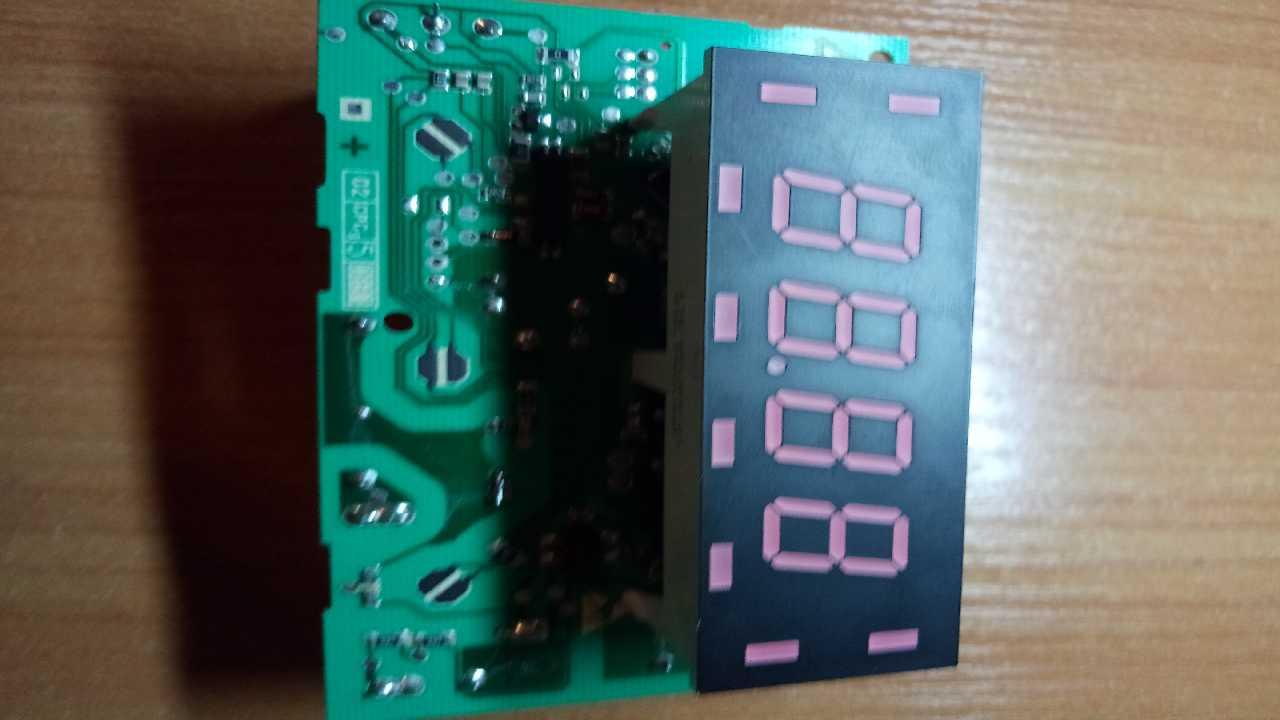 стеклокерамическая плита электролюкс AEG 41056VH  выключается