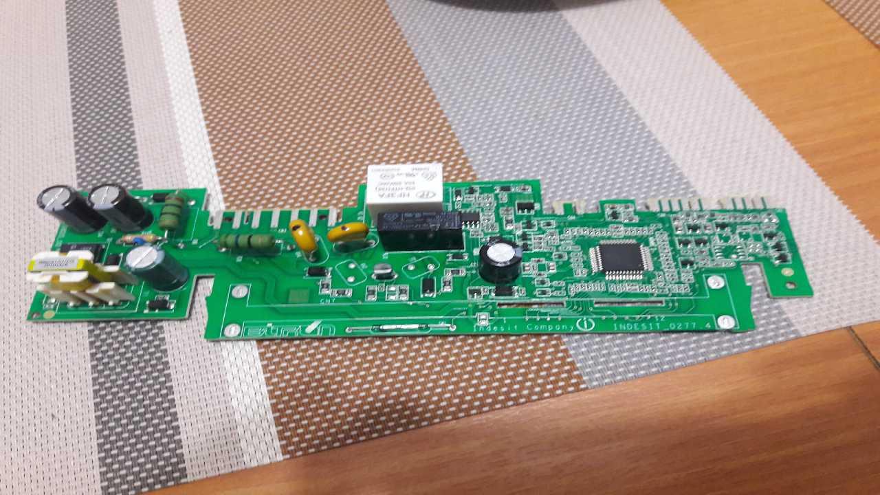 Холодильник INDESIT DF5200W не включается компрессор