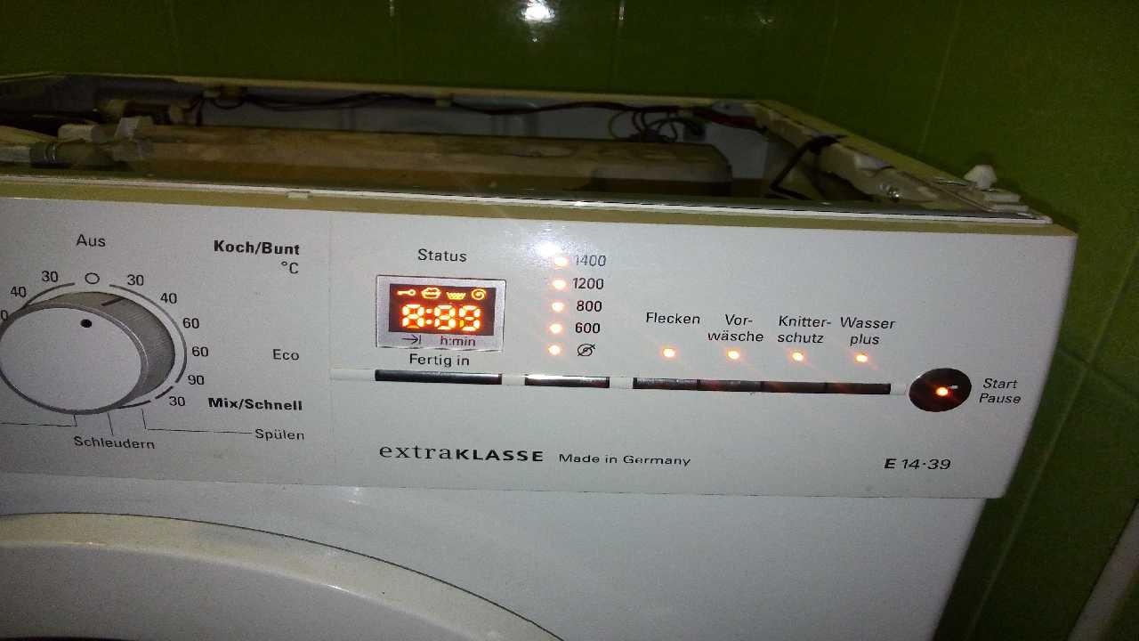 Ремонт стиральной машины SIEMENS E14-39. Светят все индикаторы.