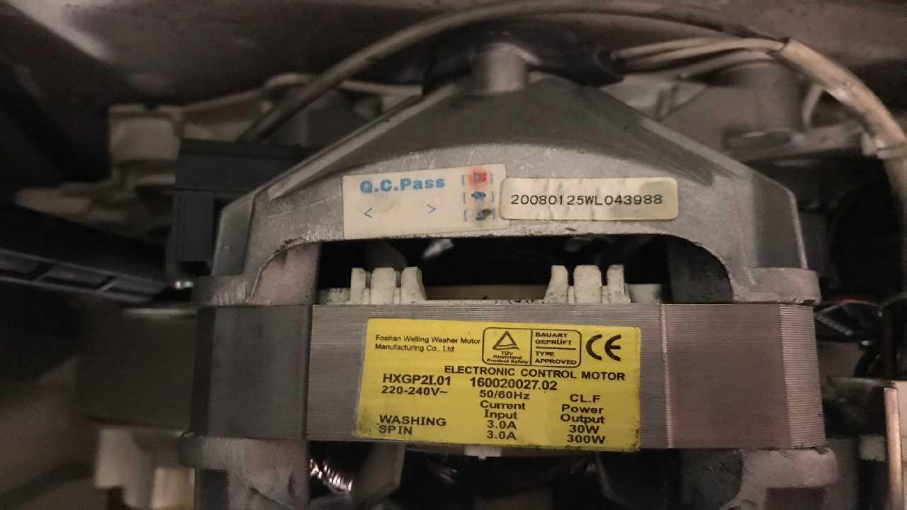 Indesit wiun61 - замена щеток мотора Welling