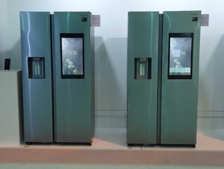Умный холодильник Samsung Family Hub 3.0 c дисплеем 21