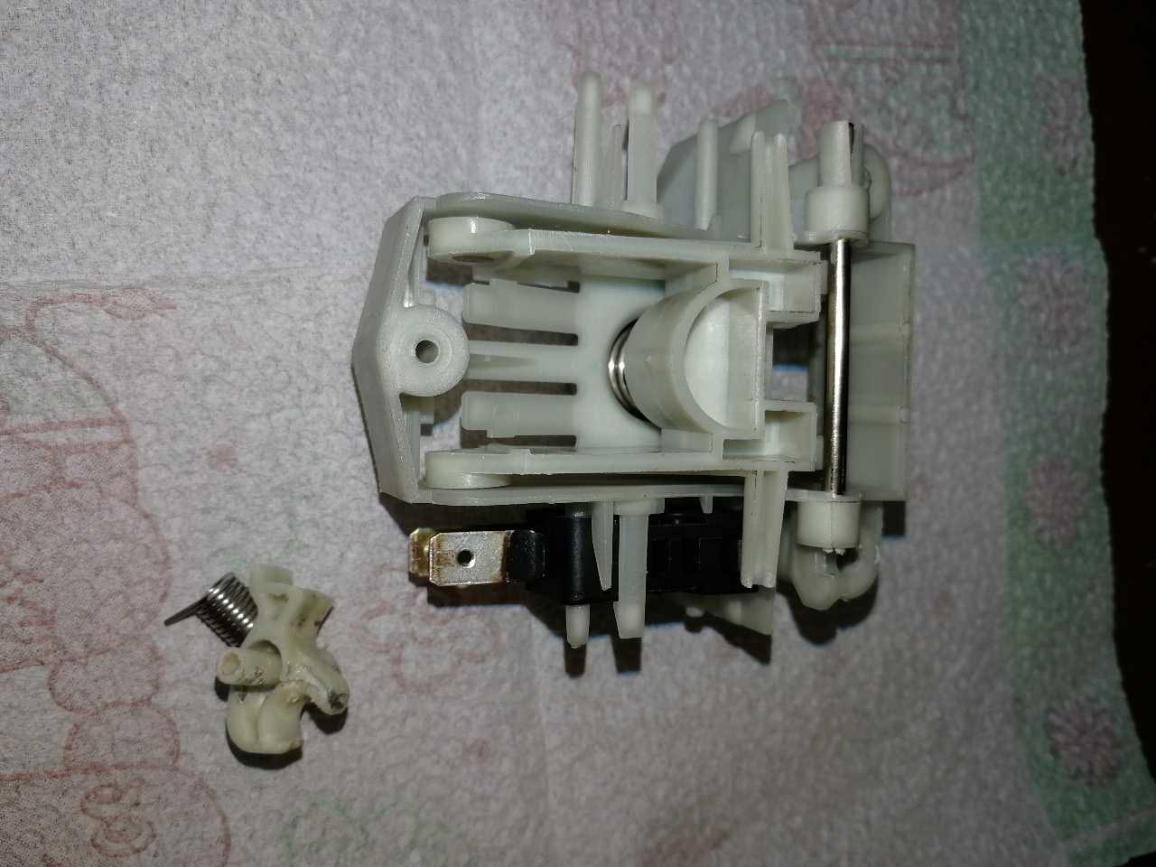 Куплю устройство блокировки люка или его языкчок для посудомоечной машины hansa
