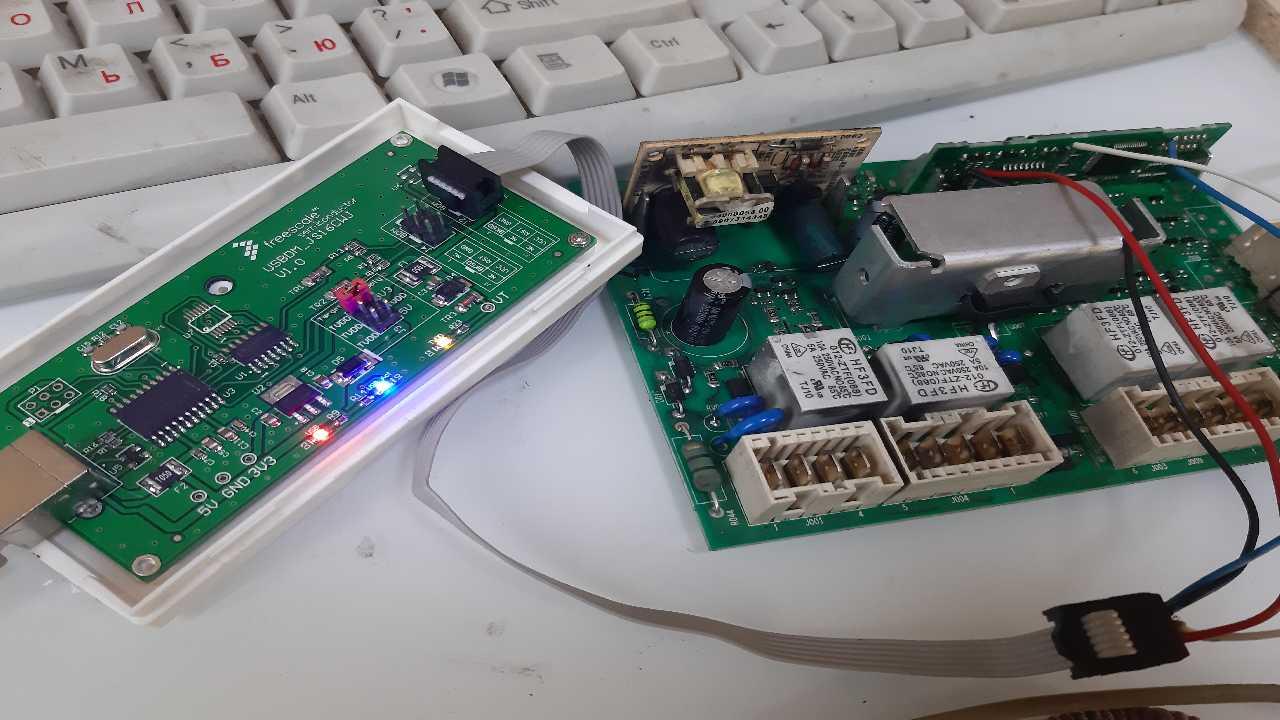 Indesit c5105 (cis) при вкл и выкл двиг резко стартует и потом работает норм.
