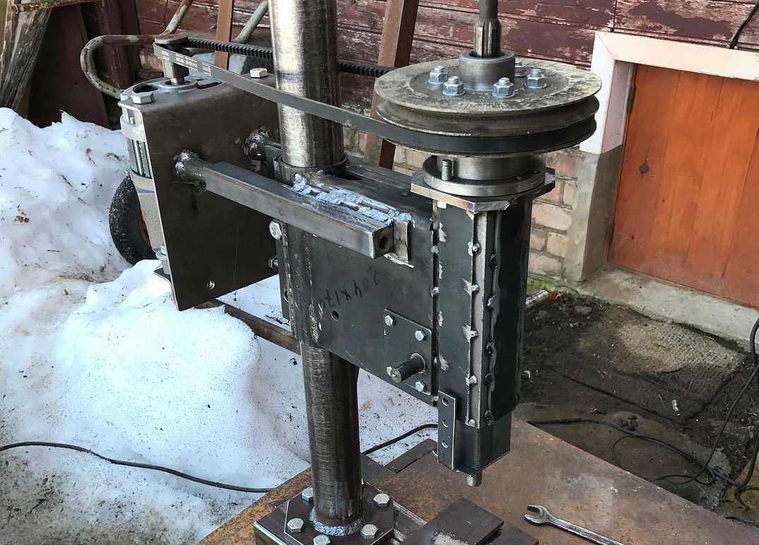 Сверлильный станок с двигателем от стиральной машины часть 1