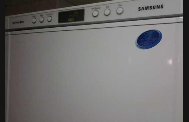 Холодильник Самсунг no frost через день работы начинает пищать.